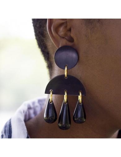 Boucles d'oreilles Chandelier noires en corne-by ayizana - haiti