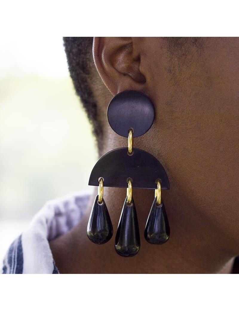 Boucles d'oreilles chandelier en corne- made in Haiti